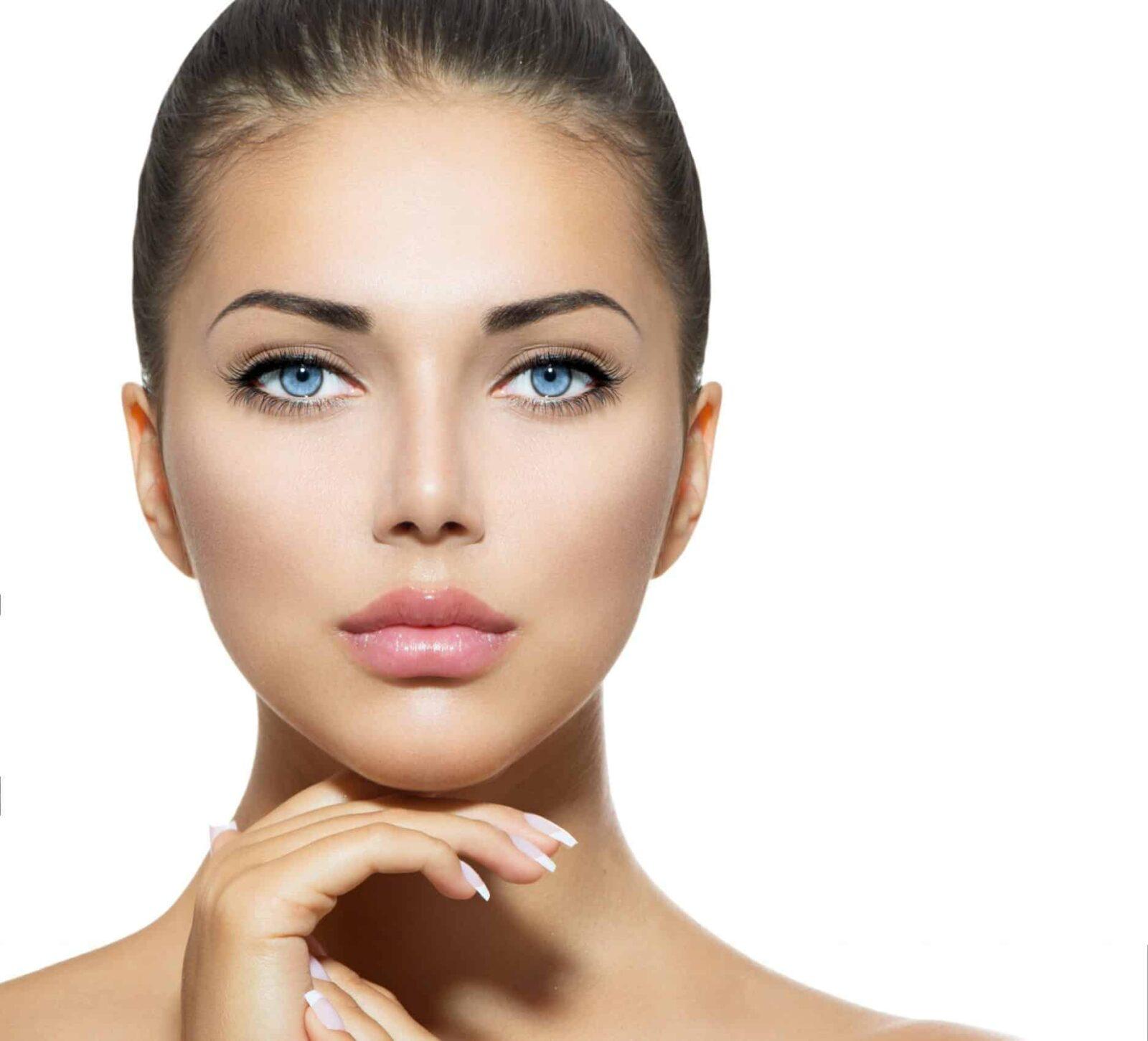 עיבוי שפתיים באמצעות חומצה היאלורונית